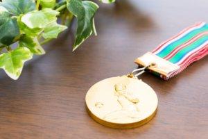 金メダルは銀メダル