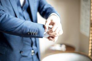 スーツの袖のボタン
